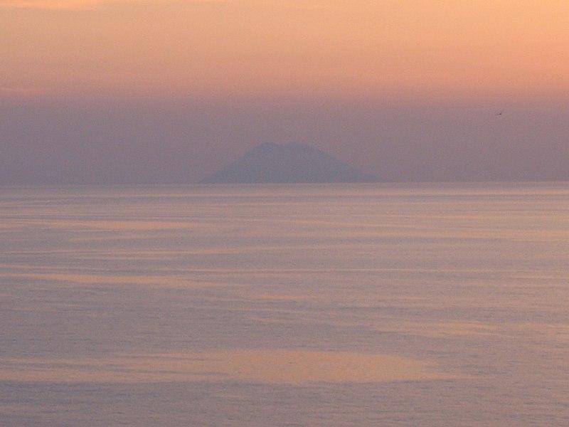 File:Stromboli01.JPG