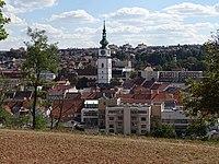 Třebíč, Vnitřní Město, městská věž, z Hrádku.jpg