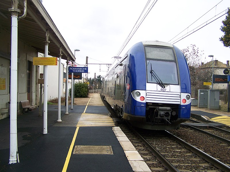 Sight of a French regional train from Lyon to Mâcon, here leaving Romanèche-Thorins railway station in Saône-et-Loire.