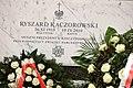 Tablica na grobie Ryszarda Kaczorowskiego.jpg