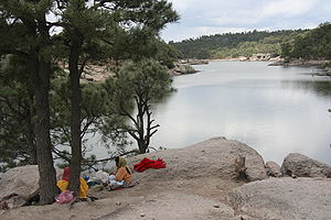 Tarahumara women at Arareco Lake 1063.JPG