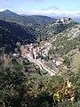 Termes, le village dominé par les vestiges du château.jpg