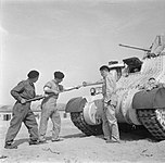 The British Army in North Africa 1942 E8580.jpg
