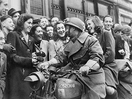 Polish soldiers welcomed by the residents of Breda, 1944 The Polish Army in the North-west Europe Campaign, 1944-1945 KY44011.jpg