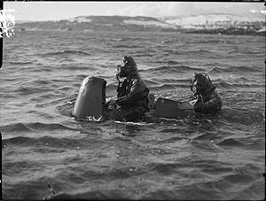 Chariot manned torpedo - Chariot Mk 1 and crew. 3 March 1944, Rothesay.