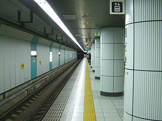 Kachidoki Station - Image: Toei kachidoki platform