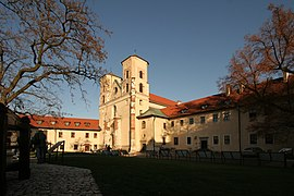 Tyniec Abbey courtyard and church 2009.jpg