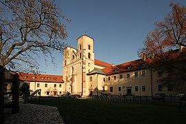 Tyniec Abbey courtyard and church 2009.jpg