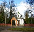 Uspenski kalmistu värav ja matusekabel.JPG