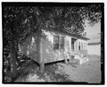 VIEW OF FRONT LOOKING NORTHEAST - 912 Oak Street (House), , Waycross, Ware County, GA HABS GA-2225-2.tif