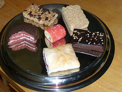 Des petits gâteaux de Vachon. De haut en bas, de gauche à droite  Hop \u0026 Go  original, Crispy Snack vanille, Super Jos. Louis, Billot à la gelée,
