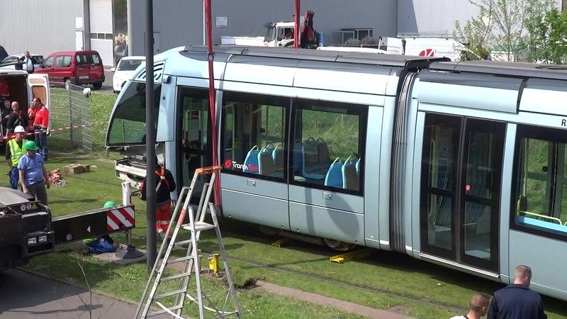 File:Valenciennes & Anzin - Déraillement de la rame de tramway n° 17 à la sortie du dépôt de Saint-Waast le 11 avril 2014 (047A).ogv