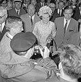 Verloofde paar, aankomst Prinses Beatrix en Claus bij Kreiskrankenhaus in Ülzen , Bestanddeelnr 917-9286.jpg