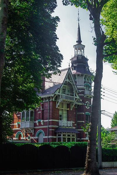 Cette maison de style éclectique a été construite en 1891 par l'architecte Mollet selon un plan en équerre. L'intérieur ne comporte pas d'éléments de décor. (source: actuacity.com)