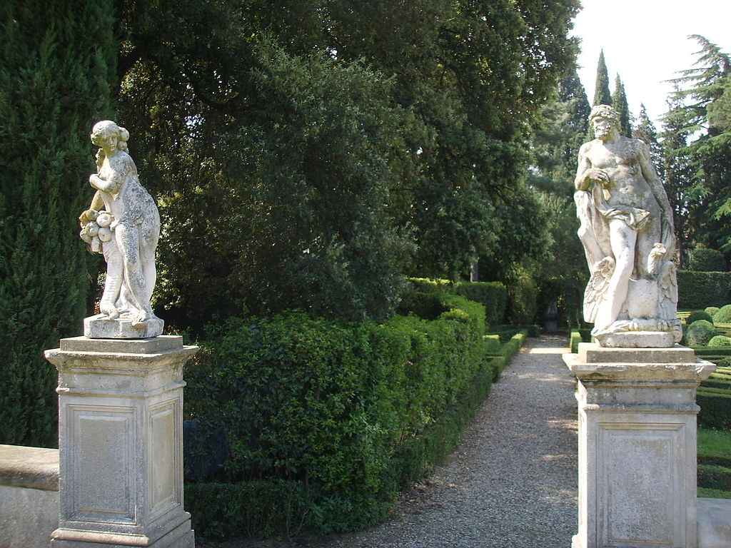 File villa schifanoia giardino statue jpg wikipedia - Statue giardino ...