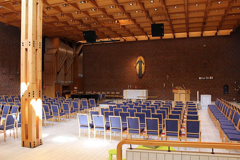 Vilunda kyrka int01.jpg