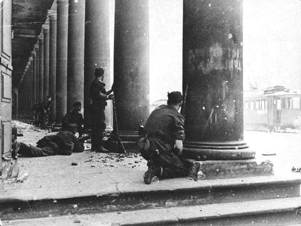 Warsaw Uprising - Germans at Teatr Wielki
