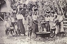 Water carriers in Iloilo, 1899.jpg