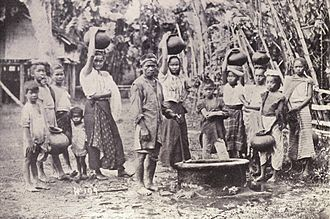 Visayans - Water carriers in Iloilo, c. 1899