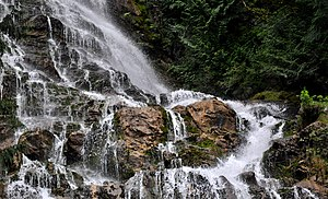 English: Water cascading near the top of Brida...