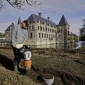 Werkzaamheden tijdens aanleg van nieuwe wandelpaden in park - Ambt Delden - 20389117 - RCE.jpg
