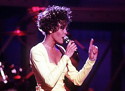 Photographie de Whitney Houston lors du concert « Welcome Home Heroes with Whitney Houston ».