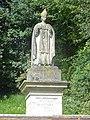 Wy-dit-Joli-Village (95), statue de saint Romain au-dessus de la fontaine Saint-Romain, près de la RD 159.jpg