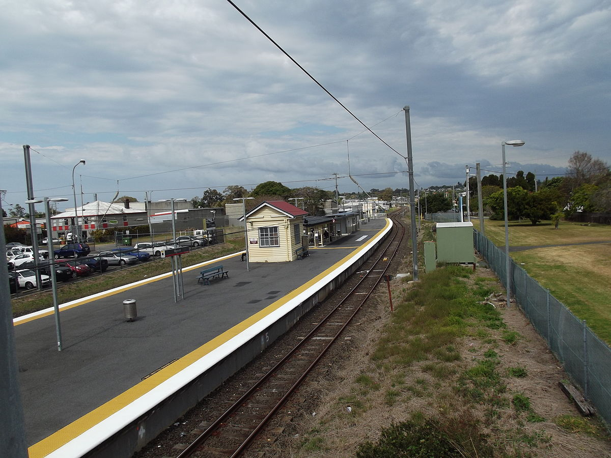 how to train from brisbane airport to central station