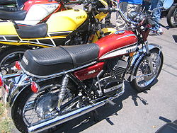 Yamaha RD350 maroon.jpg