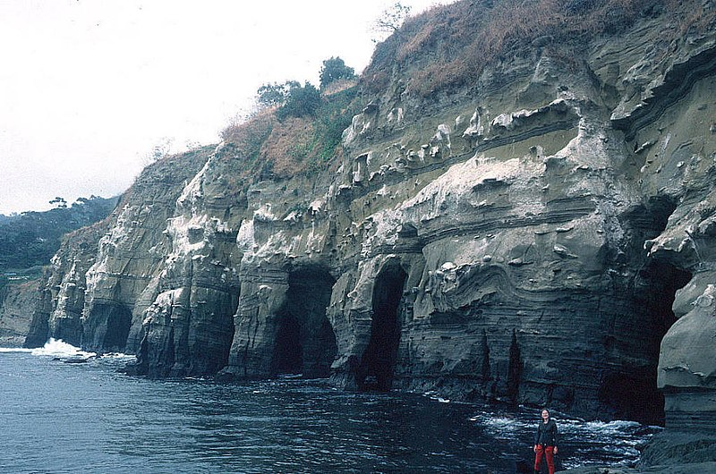 "File:""7 caves"" of LaJolla, near San Diego.jpg"