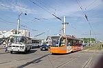 Автобус ПАЗ-3205 и трамвай 71-623 на улице Рыленкова в Смоленске.jpg