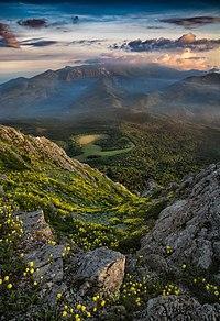 Вид на Бабуган яйлу з Еклізі-Бурун.jpg