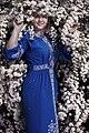 День Вишиванки. Молода україночка у вишитій синій сукні серед квітів 05.jpg