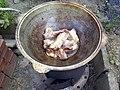 Мясо для плова готовится в казане.jpg