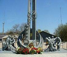 Пам'ятник пожежникам-ліквідаторам аварії на ЧАЕС, Чорнобиль, біля пожежної частини