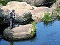 Рибак у міському парку. Геологічна пам'ятка природи Баранячі лоби.jpg
