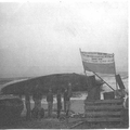 אנית מעפילים חנה סנש שעלתה על שרטון על חוף ארץ ישראל בצירוף שלט המודיע את ס-PHG-1007452.png