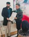 الكاتب عماد الدين يستلم جائزة تشريفية.png