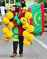 بائع أعلام ولعب أطفال في العاصمة نواكشوط.jpg