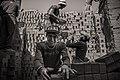 عامل في مصنع الطوب.jpg