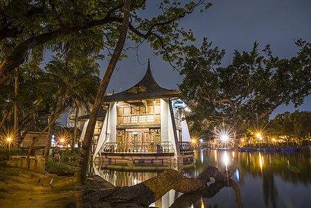 幽靜的中山公園湖心亭.jpg