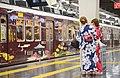 浴衣姿の女性と阪急電車.jpg