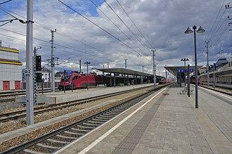 St. Pölten Hauptbahnhof - Image: 13 04 13 st poelten bahnhof 220