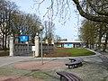 130420-Steglitz-Breitenbachplatz mit U-Bahn-Eingang.JPG