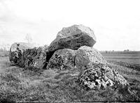 1893 avant Dolmen de Quincampoix Ensemble nord Mieusement Référence APMH00005052.jpg