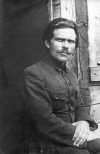 1921. Нестор Махно в лагере для перемещенных лиц в Румынии.jpg