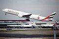 193am - Emirates Boeing 777-31H, A6-EMO@LHR,19.11.2002 - Flickr - Aero Icarus.jpg
