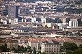 196R33180890 Blick vom Donauturm, Bildmitte Trasse der Stadtbahn (U6), Gürtelauffahrt.jpg