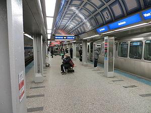 Jackson station (CTA Blue Line) - Image: 20130202 66 CTA Blue Line @ Jackson