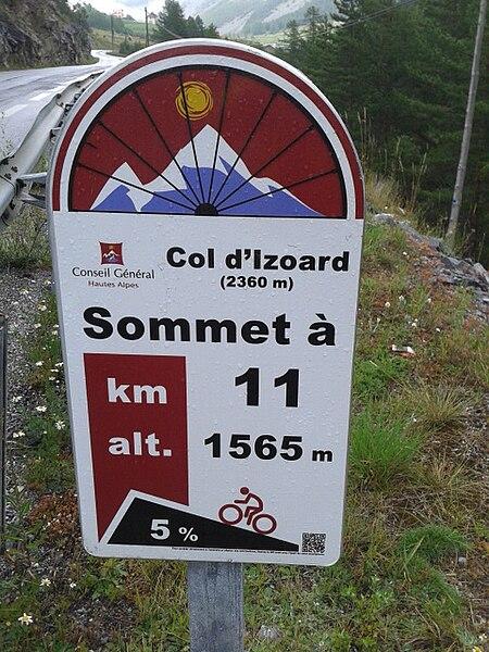 LE BON NUMERO - Page 28 450px-2014_Mountain_pass_cycling_milestone_-_Col_d%27Izoard_Briancon